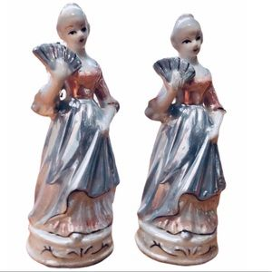 Set of 2 porcelain figurines mother of pearl